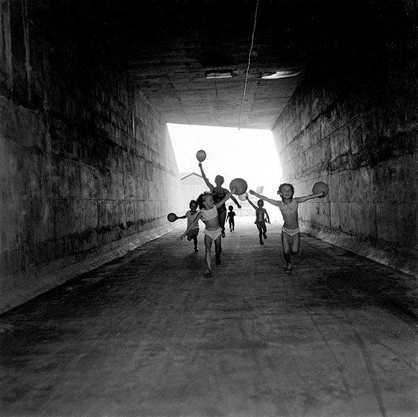 Maggie Diaz - An Australian Ballet, Gardenvale Tunnel (1970s)
